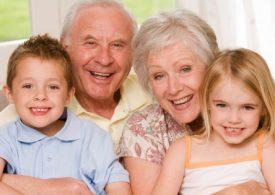 Pagarían a abuelitos por cuidar nietos