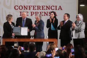 Andrés Manuel López Obrador AMLO Acuerdo por la Igualdad